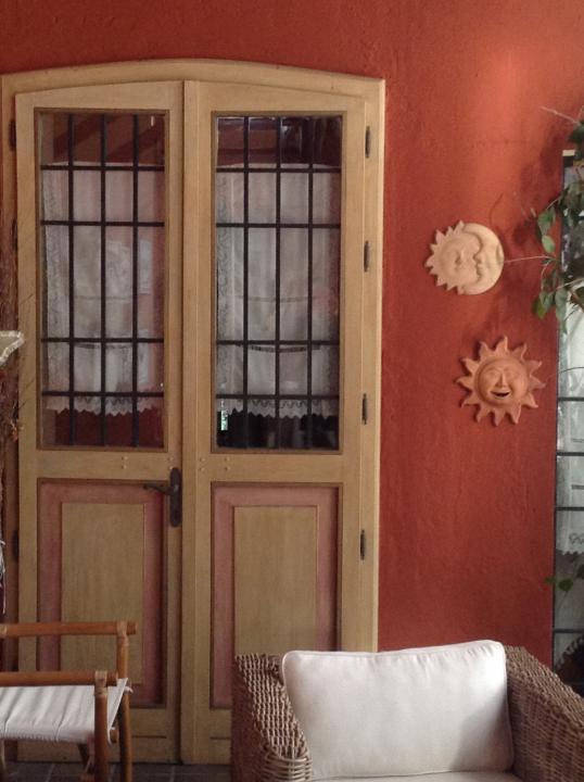 Porte decorate in una cascina lombarda