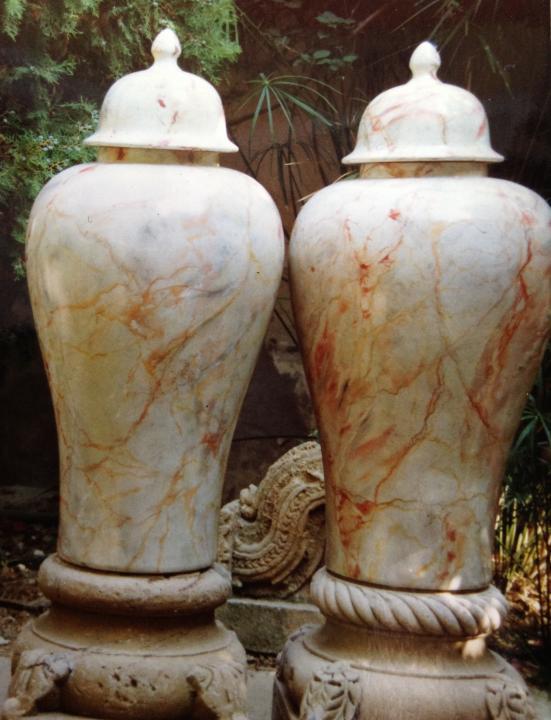 Vasi di terracotta dipinti in finto marmo Serrancolin