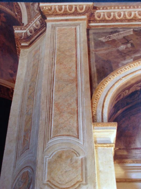 Gruppo di lesene in finto marmo-Chiesa S.Alessandro-Milano