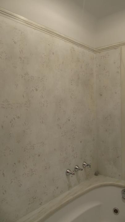 Effetto carta da parati antica per un bagno