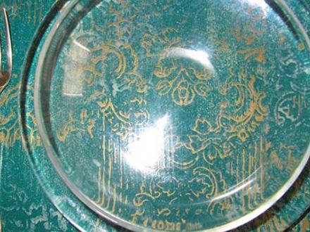 Sottopiatti di legno,tondi o quadrati (cm 35 x cm 35) decorati a mano: vernice effetto resina, lavabili ,velluto antigraffio nella parte inferiore